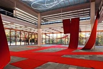 """Lucio Fontana """"Opera di Luce"""" al neon esposizione al Museo Belvedere  di Vienna"""