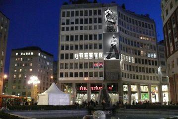 Maxi Affissioni Piazza San Babila - Milano